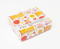 伊勢丹新宿店本館にオープンした北欧お菓子のブランドです。GAS AS I/Fではブランディングのお手伝いをしています。 北欧の若手アーティストにより、中身も異なる8種のパッケージが店頭を彩っています。北欧生まれの素朴なク…