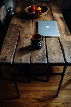 Handmade Rustic Desk OR Kitchen Table w/ Wood & Pipe Farmhouse Kitchen Tables, Rustic Desk, Furniture Projects, Wood Design, Dining Room Table, Making Ideas, Sweet Home, Bedroom Decor, House Design