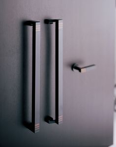 This chic and relaxed design has been used to adorn some of Japan's classic hotels.The elevated status these handles give to the surrounding space offer a sense of excellence to all those present. Door Pulls, Door Handles, Chinese Style, Windows And Doors, Modern Bathroom, Hotels, Hardware, Japan, Space