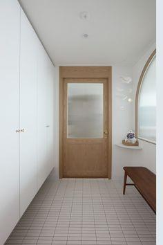 카멜레온디자인 의 길동 희훈리치파크 32평 아파트 인테리어 | 호미파이 & homify Interior Architecture, Interior Design, Pin On, Kitchen Doors, Living Furniture, Windows And Doors, My Dream Home, Home Furnishings, House Design