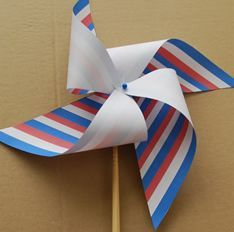Fabriquer un moulin à vent du 14 juillet Captain America Party, French Days, Forest Party, July 14th, World Thinking Day, Bastille Day, Decoupage, Girl Scouts, Animation
