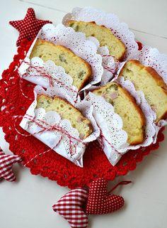 Cake salato svuota frigo una ricetta facilissima e sciuè sciuèproprio come piacciono a me. Il cake svuota frigoè la versione salata della famosa torta 7 vasetti, la torta allo yogurtpiù amata dagli italiani. Per realizzare il cake salato svuota frigonon vi servirà nessuna bilancia, sporcherete