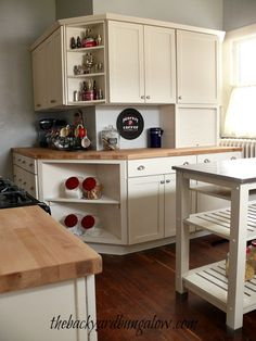 Neat how this kitchen countertop and work station wraps around a corner wall (Backyard Bungalow) Kitchen Wrap, Kitchen Storage, Kitchen Dining, Storage Spaces, Kitchen Ideas, Home Kitchens, Dream Kitchens, Painting Kitchen Cabinets, Updated Kitchen