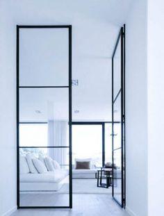 Dobbel metalldør med glass Divider, Mirror, Glass, Room, Furniture, Home Decor, Bedroom, Drinkware, Corning Glass
