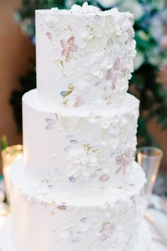 The prettiest pale pink, blue and white wedding cake! Photo: @elysehallphotography Pink And White Weddings, All White Wedding, Dusty Blue Weddings, Dream Wedding, Wedding Cake Decorations, Wedding Desserts, Pastel Wedding Colors, Blush Wedding Cakes, Unique Cakes