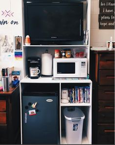 30 Brilliant Dorm Room Organization Ideas On A Budget. Nice 30 Brilliant Dorm Room Organization Ideas On A Budget. The best way to start any dorm room decorating project is to select a quality comforter that not only reflects […] Cute Dorm Rooms, College Dorm Rooms, College Life, College Room Decor, College Apartments, College Dorm Decorations, Single Dorm Rooms, College Ideas Dorm, Diy Dorm Room