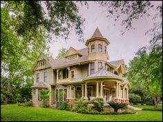 1909 Queen Ann Style Estate located in   Bay City, Texas ........Photo: I love Texas
