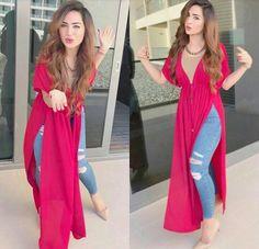 Indian Fashion Dresses, Dress Indian Style, Indian Designer Outfits, Indian Outfits, Fashion Outfits, Hijab Fashion, Silk Kurti Designs, Kurta Designs Women, Kurti Designs Party Wear