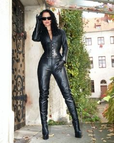 Leather Catsuit, Leather Jumpsuit, Leather Gloves, Crazy Outfits, Sexy Outfits, Girl Outfits, Leder Outfits, Sexy Latex, Girl Smoking