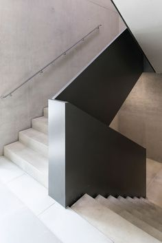 Image 6 of 20 from gallery of DLR Robotics and Mechatronics Center / Birk Heilmeyer und Frenzel Architekten. Photograph by Henning Koepke Stair Handrail, Staircase Railings, Stairways, Spiral Staircases, Railing Design, Staircase Design, Railing Ideas, Architecture Details, Interior Architecture