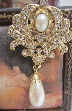 Gold Tone And Rhinestone Beautiful Vintage Brooch by myabbiesattic, $16.99