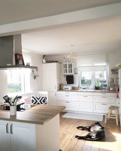Kitchendreams- 10 facts about my kitchen in a modern country style Read more …. – Kitchen decor ideas - Home Decor ideas Kitchen Maid, Diy Kitchen, Kitchen Dining, Kitchen Decor, Kitchen Cabinets, Kitchen Backsplash, Kitchen Furniture, Kitchen Interior, Home Furniture
