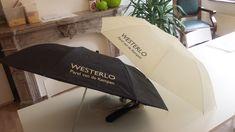 """Over de Opvouwbare paraplu Easytravel: """"De paraplu's voldoen helemaal aan onze verwachting. De bedrukking is beter dan gehoopt. Het contrast tussen de kleur van de paraplu en de bedrukking is mooi."""""""