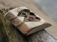 Rustikale Holz-Ring Träger Kissen mit zwei Herzen für von crearting