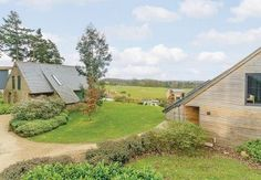 Enjoy everything a Holiday to York has to offer whilst staying in a luxurious countryside setting. Hotel rooms & multi-storey log cabin lodges available… Perfect Golf, Holiday Break, Weekend Breaks, Darwin, Golf Clubs, Park, House Styles, Beautiful, Parks