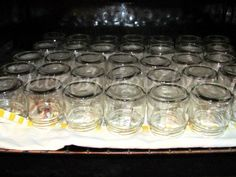 Η αποστείρωση βάζων ίσως ακούγεται δύσκολη επιχείρηση, αλλά δεν είναι. Αντιθέτως είναι πάρα πολύ απλή.  Θα ρωτήσει κάποιος ίσως: και γιατί ... Cooking Tips, Cooking Recipes, Preserving Food, Greek Recipes, Punch Bowls, Preserves, Mason Jars, Favorite Recipes, Sweets