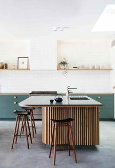 Curved Kitchen Island, Kitchen Island Bench, Kitchen Benches, Kitchen Islands, Timber Kitchen, Stone Kitchen, Design Kitchen Island, Green Kitchen Island, Contemporary Kitchen Island