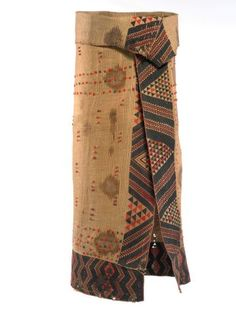 Kaitaka paepaeroa with ngore (cloak with taaniko borders and vertical aho, weft rows) American Indian Costume, Indian Costumes, Maori Patterns, Flax Weaving, Maori People, Wood Sculpture, Abstract Sculpture, Bronze Sculpture, Maori Designs