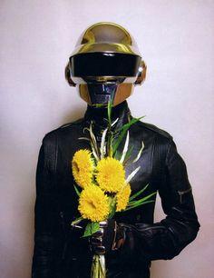 Click the Pic to win a chance to meet Daft Punk! Daft Punk, Pink Floyd, Bob Dylan, Twenty One Pilots, Thomas Bangalter, Best Graffiti, Cool Robots, Edm Music, Street Artists