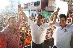 El negro Padilla celebró junto al gobernador electo Alejandro Lyons y al senador Musa Besaile.