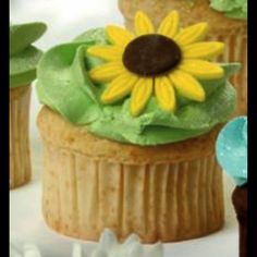 Everyone deserves Elsa & Anna's #Sunflower #Cupcakes - Recipe is now available in #Disney #Frozen Fever Party Book, by @eddausa  Photo: Disney Frozen Fever #Party #Book, #EDDAUSA #cupcakes #baking #funfood #AnnaElsa #cupcakestagram #cupcake #sunflowers #recipe #DisneyFrozenFeverPartyBook #childrensbooks