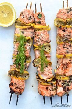 Grilled Salmon Kebabs—This looks so healthy and delicious! Salmon Recipes, Fish Recipes, Seafood Recipes, Kebab Recipes, I Love Food, Good Food, Yummy Food, Delicious Appetizers, Grilling Recipes