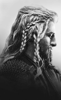 Is it weird, that I'm putting this picture of Fili on my beauty board? Oh who am I kidding his hair is FABULOUS!!! #hairgoals
