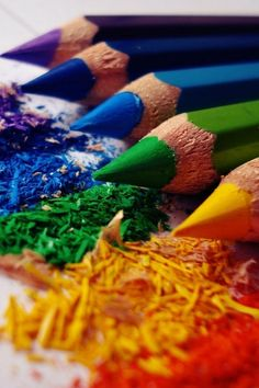 http://iphonebestwallpapers.com/wp-content/uploads/2011/10/Colored-Pencils-iphone-4s-wallpaper.jpg