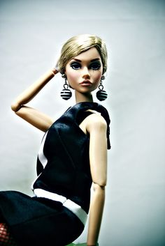 The Fashion Doll Chronicles: The Twiggy clone: She's Not There Poppy Parker