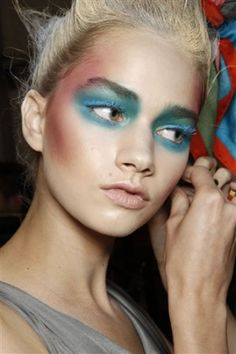 How Fashion Week Gets Made With MAC Senior Makeup Artist Victor Cembellin Makeup Inspo, Makeup Art, Makeup Inspiration, Beauty Makeup, Hair Makeup, Hair Beauty, Glam Makeup, Catwalk Makeup, Runway Makeup