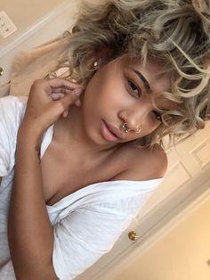 brown black queens girl with blonde hair Beauty Makeup, Hair Makeup, Hair Beauty, Selfies, Afro, Curly Hair Styles, Natural Hair Styles, Piercings, Hair Laid