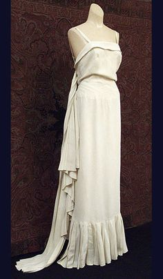 Worth bias-cut silk crepe evening gown, c.1930, from the Vintage Textile archives.