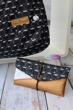 Newest Totally Free sewing bags design Tips Freebooks für alle - lilaundmint Zipper Pouch Tutorial, Purse Tutorial, Bag Patterns To Sew, Sewing Patterns, Christmas Bags, Patchwork Bags, Clothes Crafts, House With Porch, Sewing Tutorials