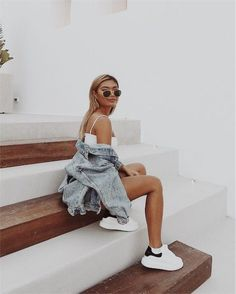 Teen Fashion : Sensible Advice To Becoming More Fashionable Right Now – Designer Fashion Tips Photo Pour Instagram, Cute Instagram Pictures, Cute Poses For Pictures, Instagram Pose, Insta Pictures, Instagram Picture Ideas, Beautiful Pictures, Model Poses Photography, Fashion Photography
