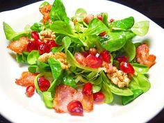 Weihnachtlicher Feldsalat mit Granatapfelkernen