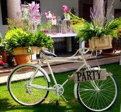 Great idea ! vintage bycicle with lavander www.couturerentals.com.mx