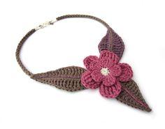 Crochet flower choker necklacefuchsiadove por GiadaCortellini