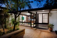 Modern House: Pettit Sevitt Lowline B by Ken Woolley