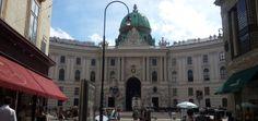 Viyana'ya gitmeden önce kısa bir araştırma yaparsanız Hofburg sarayını mutlaka göreceksiniz. SarayHabsburg Hanedanlığınaev sahipliği yaptığına göre önce biraz onlardan bahsedelim. Habsburg…