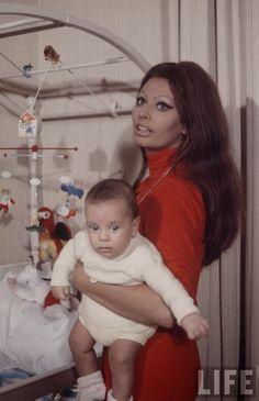 vintage everyday: Sophia Loren and Baby, 1969