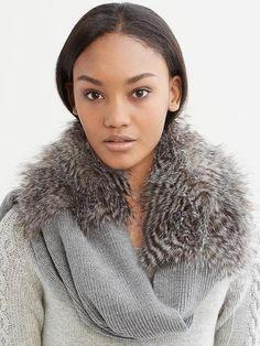 looks like my favorite old scarf :)Jules Faux Fur Scarf