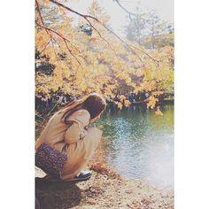 【my_gram__】さんのInstagramをピンしています。 《○ □ ○ □ ・ ・ 一瞬で過ぎ去ってしまうけど 秋がいちばんすきかな。 ・ ・  #秋 #紅葉 #長野県 #落ち葉 #ポートレート #ファインダー越しの私の世界 #フィルムに恋してる #一眼レフ #Canon #portrait #旅行 #撮影 #photography #フォト #photo #池 #秋色 #想い出 #季節の変わり目 #もみじ #だいすき #友達 #bestfriend #大切 #写真 #森林 #camera #カメラ女子 #カメラ #美人》