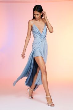 Cushnie Spring 2020 Ready-to-Wear Fashion Show Collection: See the complete Cushnie Spring 2020 Ready-to-Wear collection. Look 15 Silk Satin Dress, Satin Dresses, Daily Fashion, High Fashion, Woman Fashion, Fashion 2020, Paris Fashion, Vogue Russia, Fashion Show Collection