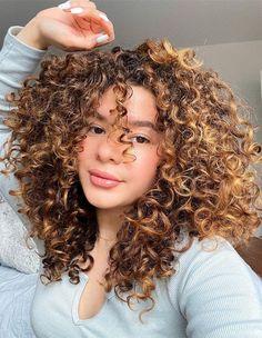 2021 Modern Curly Hair Trends for Medium Hair Chic Hairstyles, Princess Hairstyles, Hairstyle Look, Curled Hairstyles, Beach Wave Hair, Beach Waves, Medium Hair Styles, Long Hair Styles, Long Curls