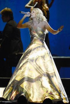 Carrie Underwood's Dress At The Grammys Was A Total Light Show (PHOTOS)