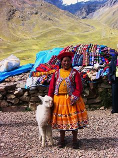 Peru - Am Pass Abra La Raya - Indiofrau mit Lamajungem , 428 We Are The World, People Around The World, Wonders Of The World, Around The Worlds, Machu Picchu, Alpacas, Bolivia, Most Beautiful Animals, Beautiful People