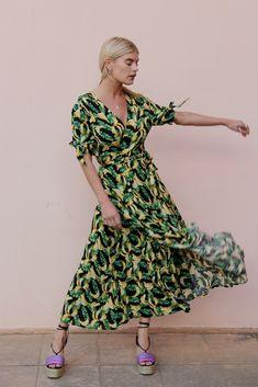 Bahamas Banana Wrap Black – Never Fully Dressed