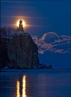 ~ Moonrise ~ Split Rock Lighthouse State Park ~ Two Harbors ~ Minnesota ~ USA (on Lake Superior) Beautiful World, Beautiful Places, Beautiful Scenery, Beautiful Sunset, Simply Beautiful, Beautiful Landscapes, Split Rock Lighthouse, Two Harbors, Beacon Of Light