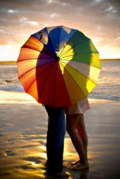 (rainbow,umbrella,couple,love,kiss,se,beach,photo,sun set,photography,inspiration)