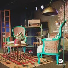 An afternoon when people high on words gathered at The Humming Tree. We Presented a perfectly curated set for – Books and Brews presents, Between the pages with L.S. Hilton at The Humming Tree, Indiranagar, Bengaluru.⠀ ⠀ #thepurpleturtles #tpt #light #lighting #homedecor #living #furniture #decor #antique #distressed #bangalore #lightingdesign #furnituredesign #luxury #interiors #homeinteriors #vintage #rustic #inspiration